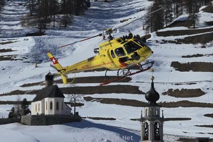 Heli Bernina доставляет лыжников высоко в горы и обратно.
