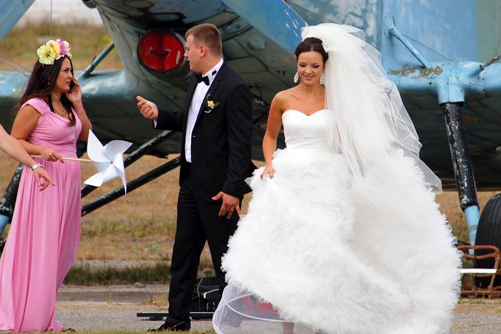 невеста на аэродроме